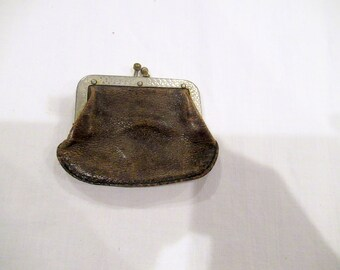 Lot 1930s compacts and change purse