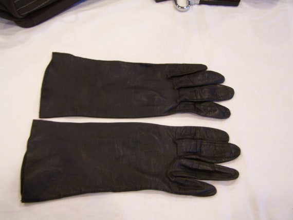 Macy's Marchioness navy blue leather gloves, made