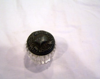 Glass jar with tarnished lid, no threads
