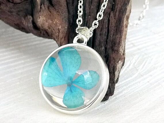 Echte Hortensie Blüte Kette, Echte getrocknete Blüten, Blütenkette, Blütenschmuck, Glaskugel Anhänger, Geschenk für Sie, Naturschmuck