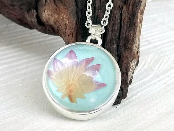 Echte Blüte Halskette, Glaskugel, Anhänger, Geschenk für Schwester, Beste Freundin, Blütenschmuck, Blütenkette, Glaskugel Anhänger