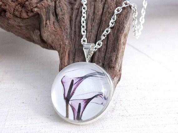 Blüten Cabochon Kette, minimalistische Kette, Glaskuppel Anhänger, Blütenschmuck, Cabochonschmuck, Geschenk für Frauen, Schwester
