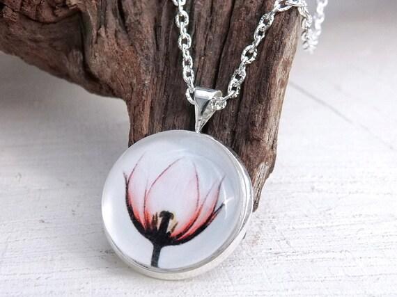 Blume Cabochon Halskette, Glaskuppel Schmuck, Glas Cabochon Kette, Florale Kette, Blüten Kette, minimalistische Kette, Geschenk für Sie