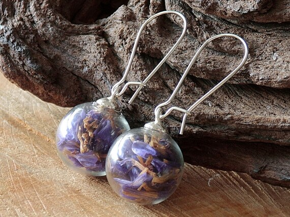 Violette Blüten Ohrringe, Meerlavendel, Strandflieder Ohrhänger, Glaskugel Schmuck, Blütenschmuck, Naturschmuck