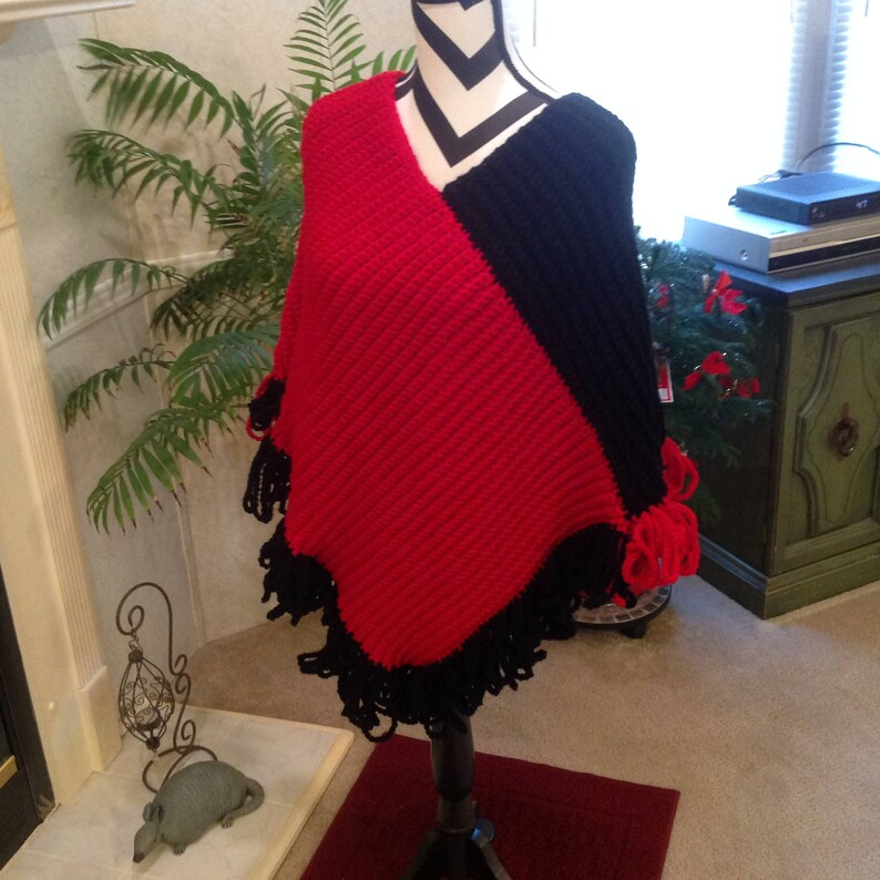 Red /& Black Team Colors Poncho with looped fringe/_Stylish Hand Crocheted Poncho/_Free Shipping/_Made in USA/_MissesTeens Size Med/_Vintage Look