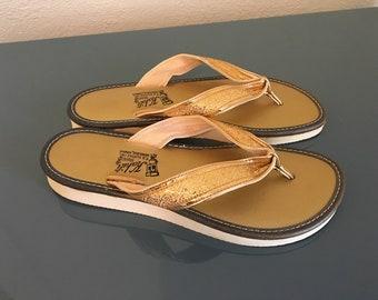 f77eaf6e0df9f Vintage Kahili 1950 s 1960 s Hawaiian Gold Flip-Flops Beach Sandals Luau  VLV Rockabilly Pinup sz 5