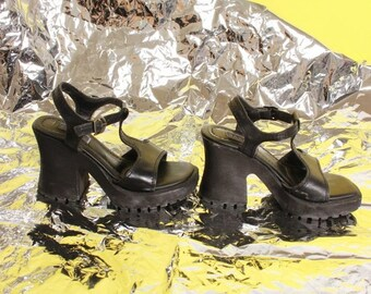 e04c4e05a2d Roxanne 90 s Black Chunky T Strap Heels   Size 6