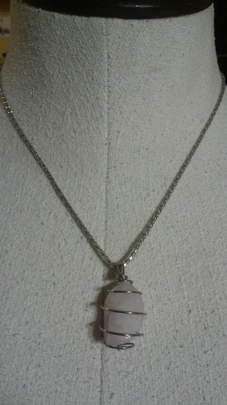 Gorgeous 20 Necklace with White Rock