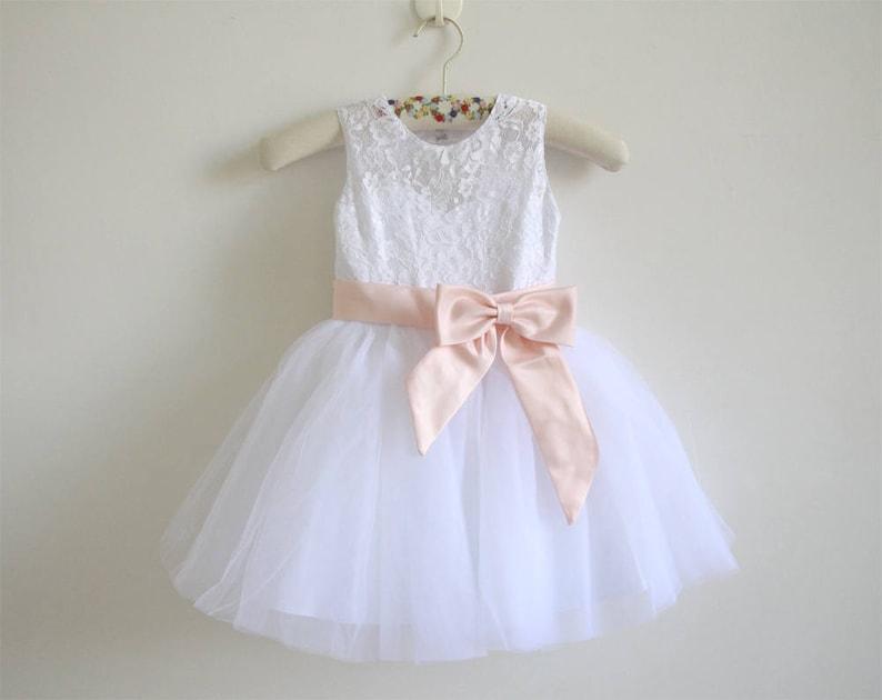 8b6e3e2cc0d275 Witte Lace bloemenmeisje jurk Blush roze Baby meisjes jurk