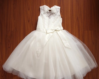 Princess Light Ivory Flower Girl Dress Lace/Tulle Sleeveless Baby Girl Dresses Lace Flower Girl Dress With Bows Floor-length