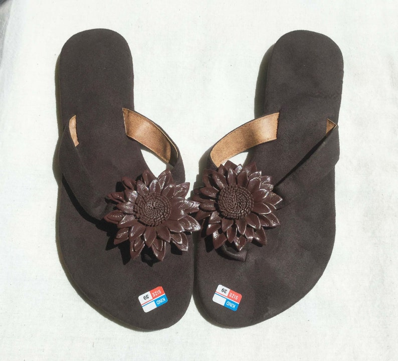 ef6491eb7 Suede flip flop Sandals made In Bali Brown color and flowers