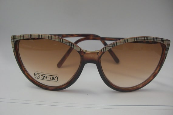 55618d718214 Vintage 1970s Burberrys of London Cat-eye Sunglasses Tortoise