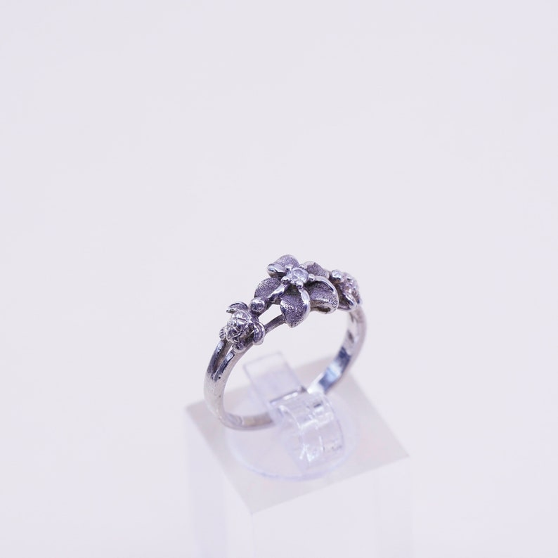 stamped 925 Size 8 Vintage sterling 925 silver plumeria flower with crystal ring