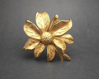 5f96c92bef7 Vintage Flower Brooch Gold Tone Lapel Pin Textured Brushed Gold Floral Pin