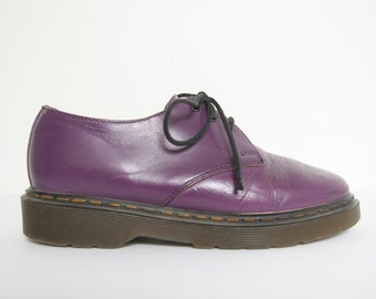 023835af93 90s Vintage ALDOS Doc Shoes - Purple Dr Marten Oxfords - Size 5.5 US Womens  - 1990s Grunge Aldos Shoes - Vintage Leather Lace Up Shoes