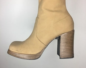 a1eb26ccd6b7 90s Camel Chunky Platform Boots 1990s Tall Boots Size 8.5 US Brody Boots  Faux Vegan Leather Chunky Tall Boots