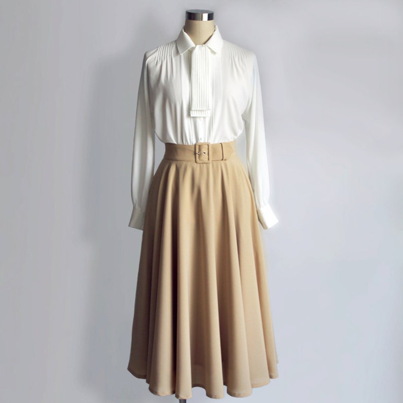 What Did Women Wear in the 1950s? 1950s Fashion Guide Vintage/ Audrey Hepburn/ Roman Holiday/ Skirt/ Circular Skirt/ 1950s/ Custom made skirt $129.39 AT vintagedancer.com