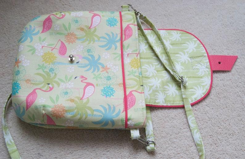 a30b3c610ac97 Crossbody torba dla dziewczynek w różowym Flamingo i palmy