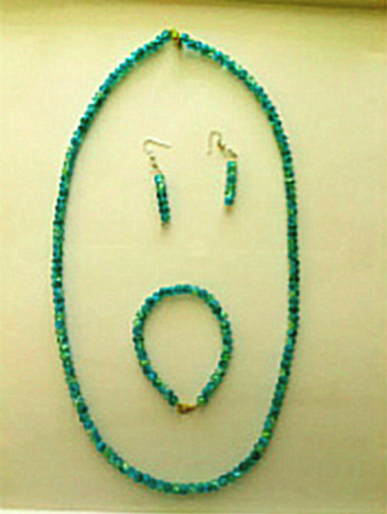 Crackled Green Beaded Necklace Bracelet & Earrings Set image 0