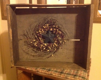 Prim Shadow Box With Wreath and Star