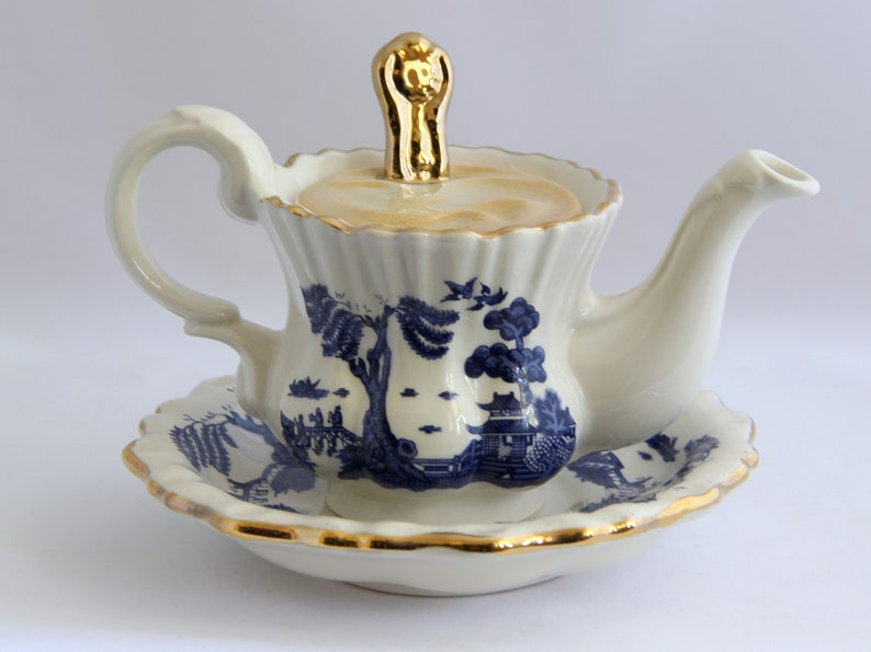 Cardew UL Royal Dalton Real Blue Willow Miniture Teapot One Cup and Saucer 3 Pc Set teamvintageusa echochic