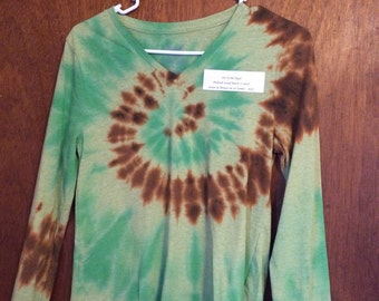 e7ef0327 Green and brown on green tie dye Faded Glory long sleeved v-neck top,  women's medium HA149