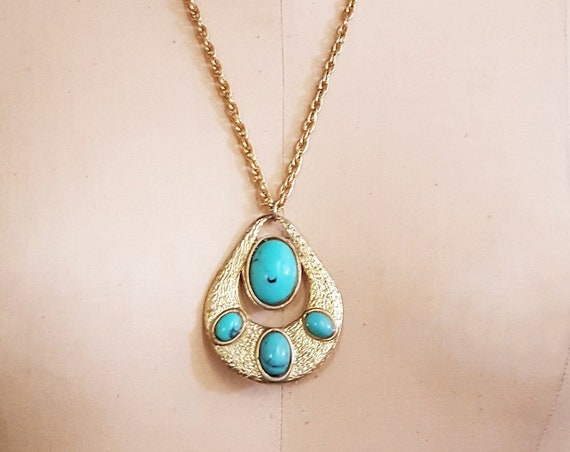 "Funky 1970s faux turquoise pendant on a 24"" gold tone chain link necklace 