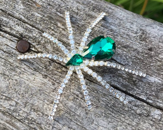 Emerald and crystal rhinestone crawler | vintage spider pin | arachnid brooch