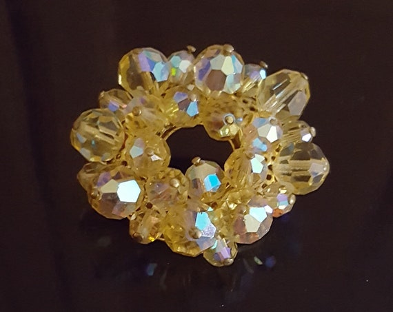 1950s / 1960s yellow Austrian crystals set in gold tone setting brooch | late 50s early 60s Austrian crystal pin