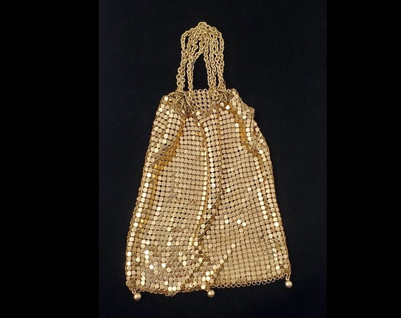 Art Deco gold tone drawstring mesh evening bag | Deco coin purse with wrist chain