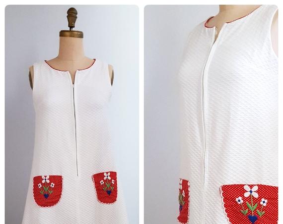 Vintage 1960 mod sleeveless A-line summer dress | 60s front zip white dress