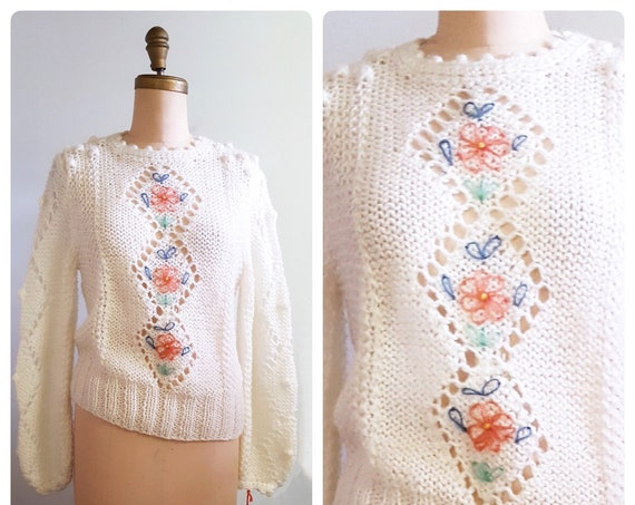 1970s white sweater with embroidered flowers | 70s lacey popcorn knit pullover size medium