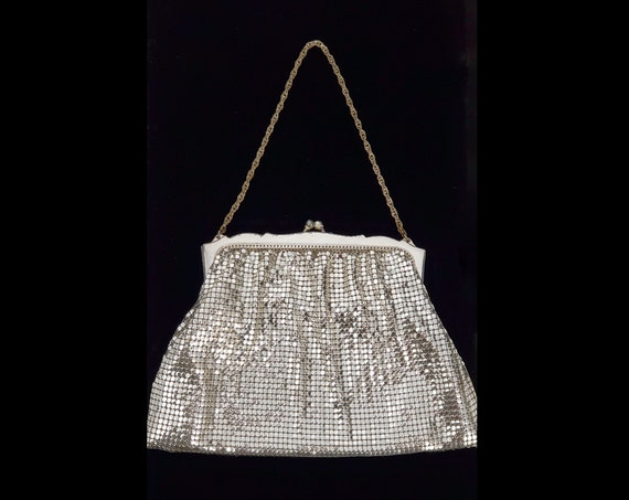1940s Whiting and Davis silver mesh evening bag with wrist chain