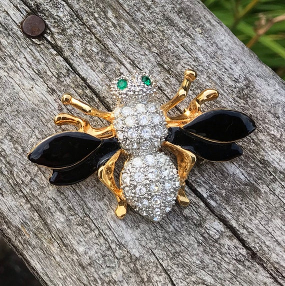 Beautiful Bee | vintage bumble bee enamel and crystal rhinestone pin | bee brooch