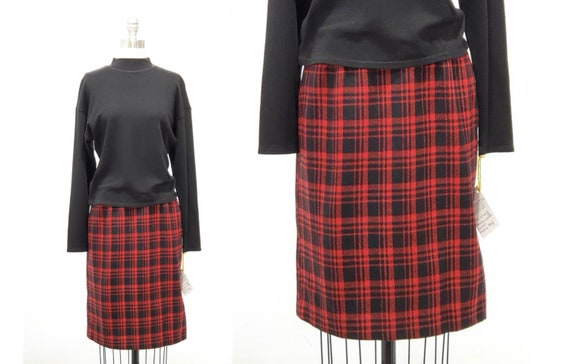 Vintage 1980s pencil skirt | 80s red and black plaid skirt | size xsmall