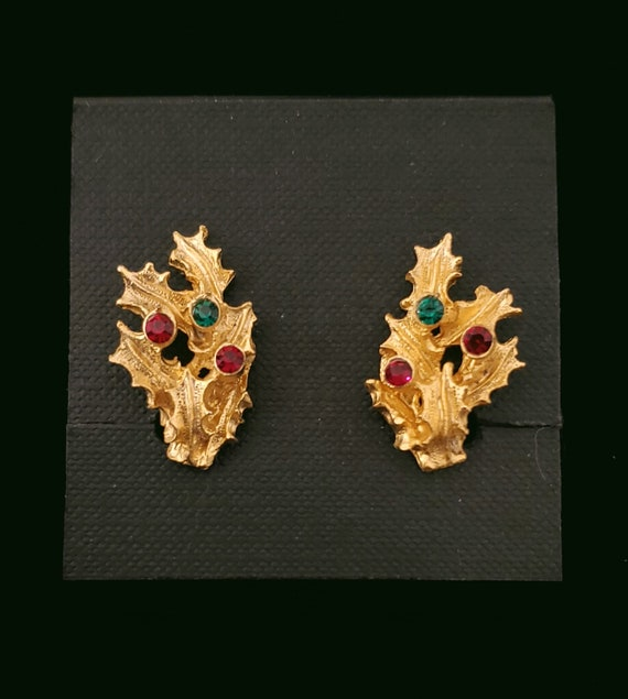 1960s Christmas goldtone holly earrings with rhinestones | 60s clip on holiday earrings