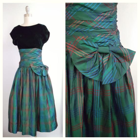 Celtic beauty | 1950s green velvet and plaid dress with a side bow | 50s true vintage party dress