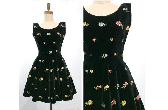 1950s embroidered flowers on black velvet Anne Fogarty dress | 50s full skirt size medium