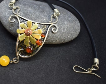 Amber mixed metal floral necklace for women, short wooden necklace gift for her, womens jewelry, natural Baltic amber jewelry