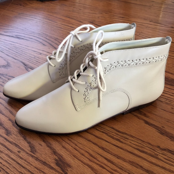 Vintage 80s Ivory Lace Up Ankle Booties Size 8.5