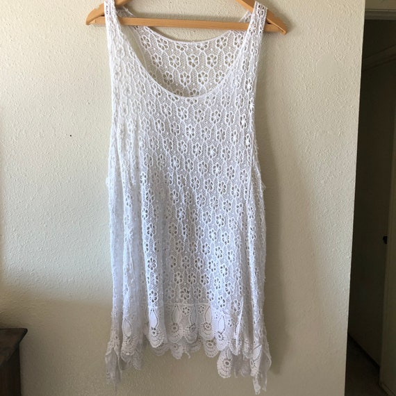 Vintage 1970s white crochet floral shift dress tun