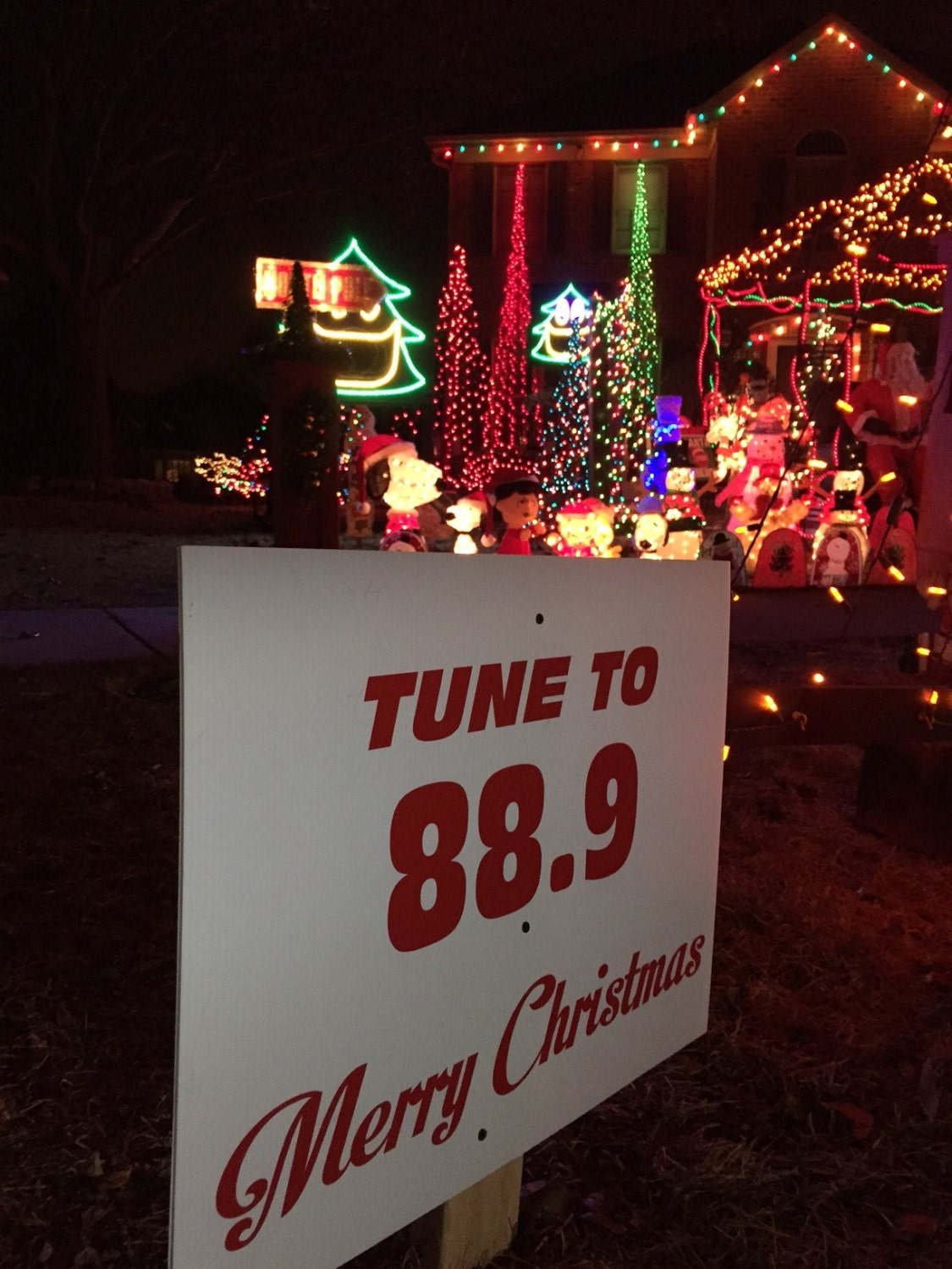 Christmas Decoration Sign, Tune to radio Sign for Holiday Light Show