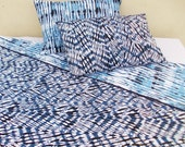 "Quilted reversible bedset, tie dye print, 100% cotton, indigo shibori, quilted bedspread reverisble 90""X102"", 2 pillows reversible 18""X27"""