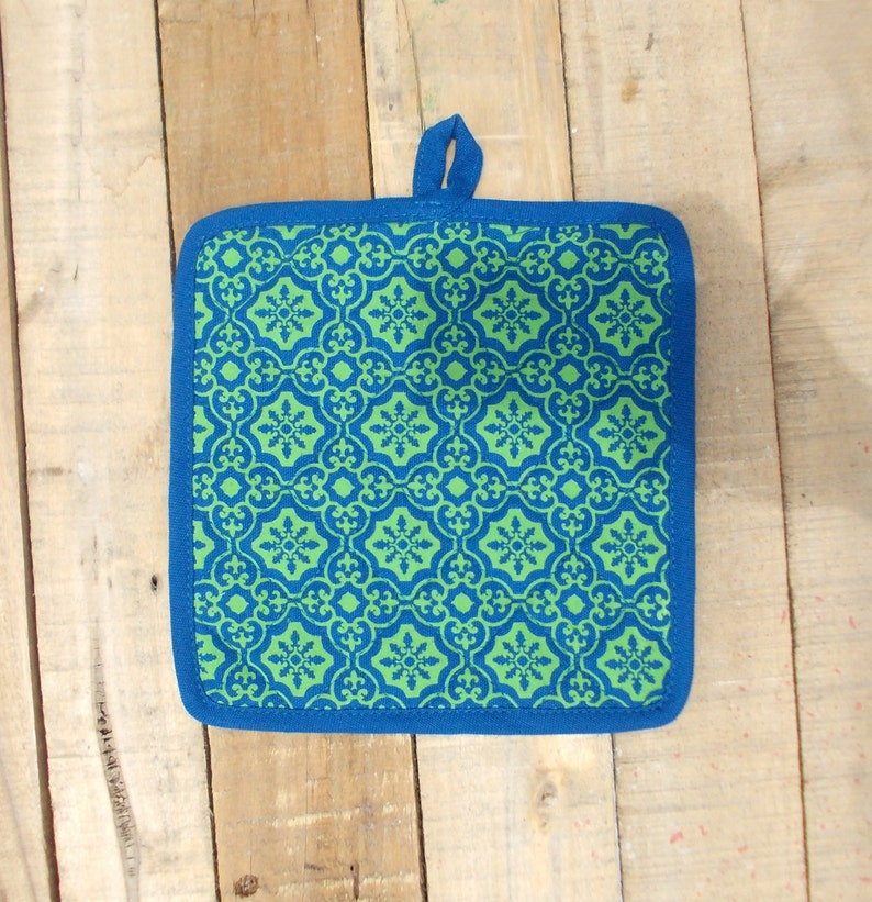 100/% cotton quilted Turquoise and green kitchen accessory retro print printed pot holder size 8X 8