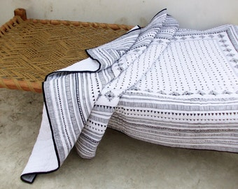 Aztec quilted bedspread, black and white, cotton quilt, geometrical, navajo print, bohemian, tribal, 100% cotton, 90X108 inches