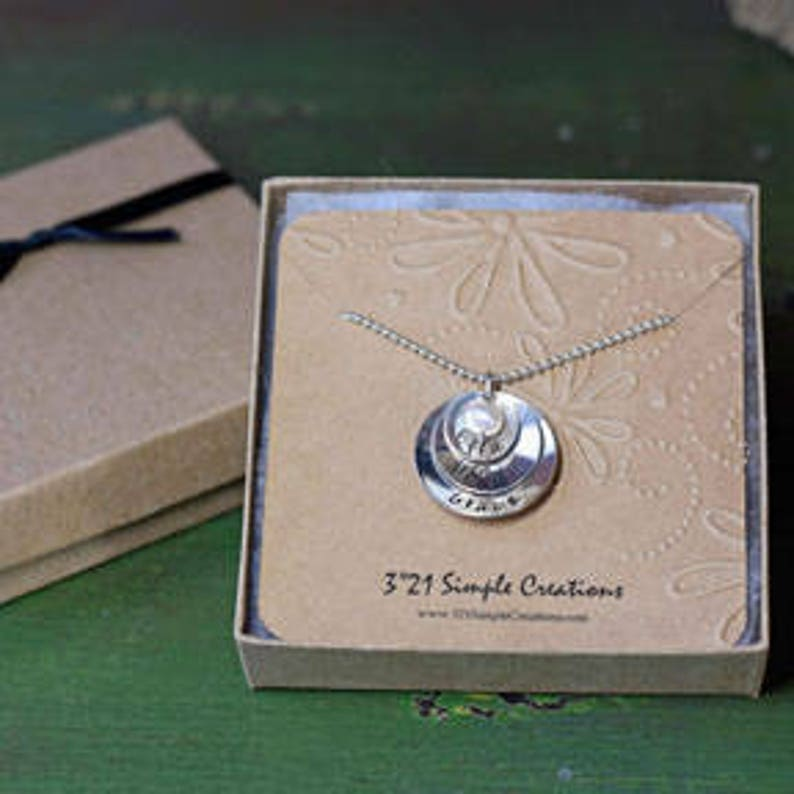 Sterling Silver Jewelry Birthday Present for Grandma Custom Hand Stamped Personalized with 3 to 5 Names /& Birthstones Mother/'s Necklace