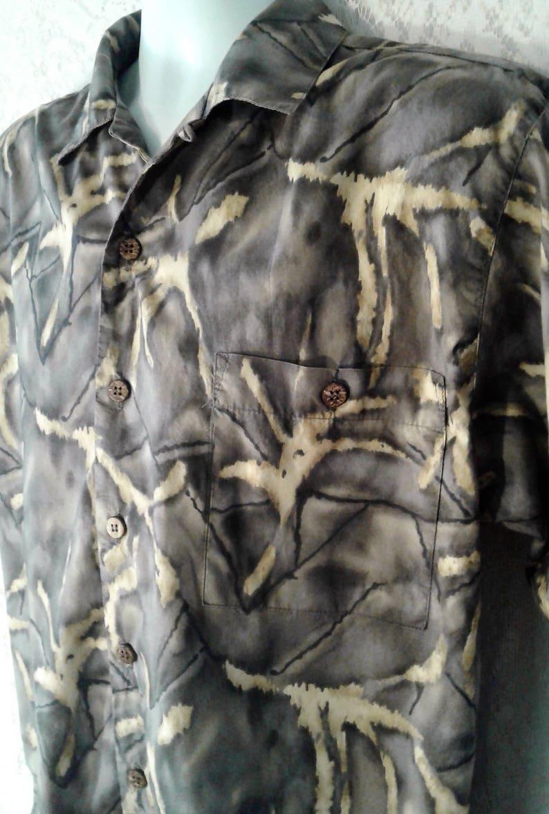 Men/'s Camouflage Island Shirt Mens Size Medium Mens Short Sleeve Shirt Vintage Men/'s Hawaiian Shirt Brown Camo Vacation Shirt