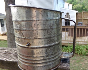 Bromwell's Measuring Sifter, 5 Cup Capacity, Hand Crank, Red Wood Knob, Rustic Discolored Tin, Vintage Kitchenware