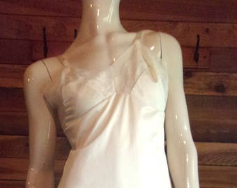 Vintage Lingerie 1970s MOVIE STAR Cream Size 36 AVG Full Slip