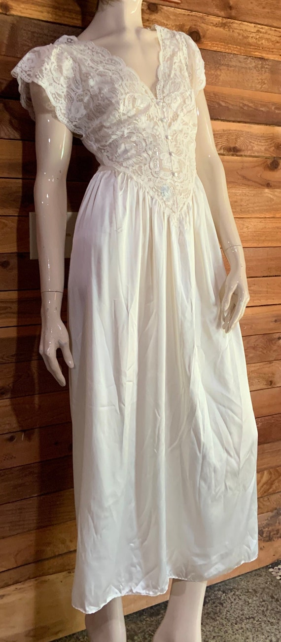 Vintage Olga Ivory Size Small Nightgown Style 9240